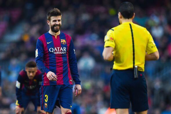 Los jugadores del Barcelona también trataron de pagar con el árbitro su...