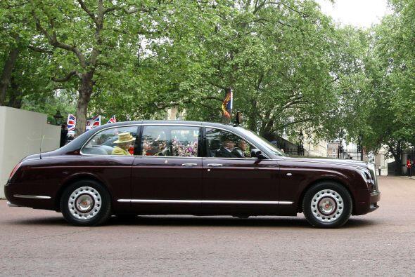 Inglaterra: La monarquía británica es fiel a su industria automotriz. Po...