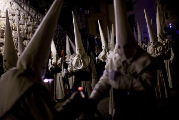 Las calles de Zamora se llenan de penitentes.