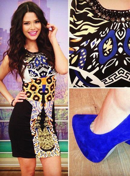 Enero 14, 2014: Vestido estampado y zapatillas azules.