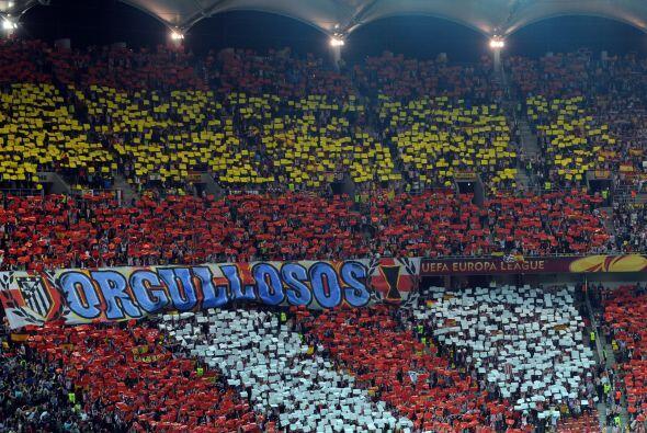 El estadio lució los colores de España por todos los sectores.