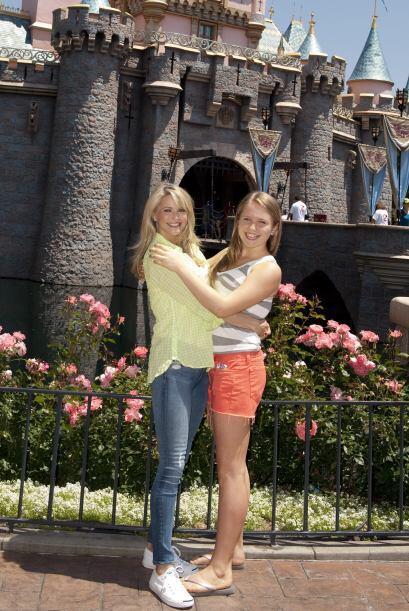Christie con su hija Sailor (nacida en 1998) en Disney. Más videos de Ch...