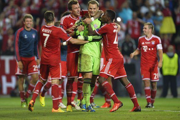 Además de su notable juego de pies, Neuer es un magnífico atajador pues...