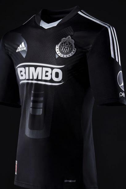 Las Chivas del Guadalajara, en conjunto con la marca Adidas, han dado a...