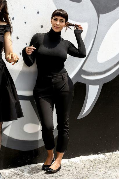 Kim se vistió todita de negro y mucho más tapadita. Más videos de Chisme...