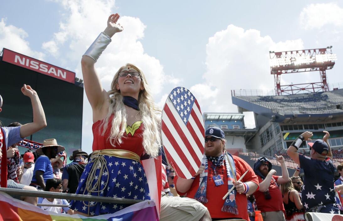 Aficionados de EEUU durante el EEUU Panamá en el Nissan Stadium Nashville