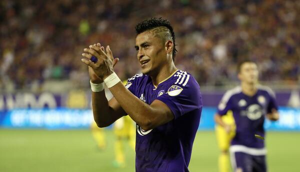 Darwin Cerén celebra su gol con Orlando City