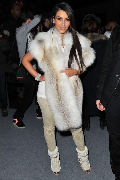 """¡De pelos! Así seguramente se sintió Kim con este """"outfit"""", cuyo diseño..."""