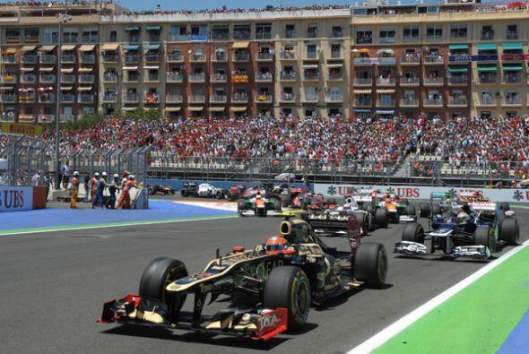 Sin embargo, Vettel logró sacar una cómoda ventaja rápidamente.