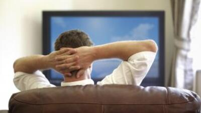 Los adultos que miran TV durante 3 o más horas por día tienen el doble d...