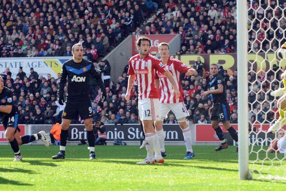 El balón se coló por la escuadra ante el asombro de compañeros y rivales.