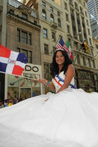 Las reinas del desfile de la hispanidad en Nu 1700e64349754a60af5b87161a...