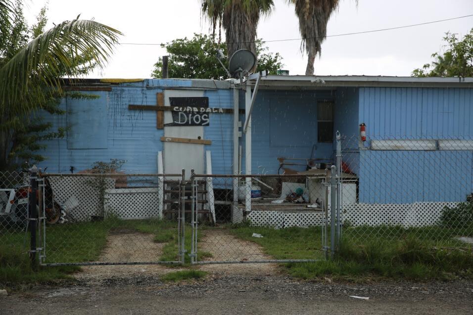 """""""Cuídala Dios"""", escribieron estos vecinos de Goff y L&o..."""