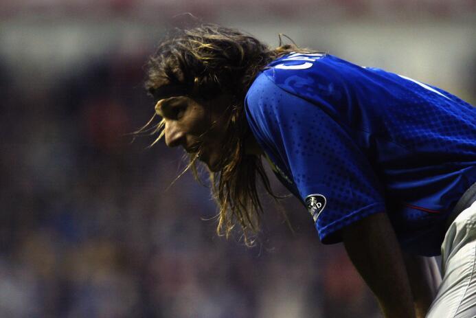 Sin embargo, regresó a las canchas en Inglaterra con el Wembley F.C., añ...