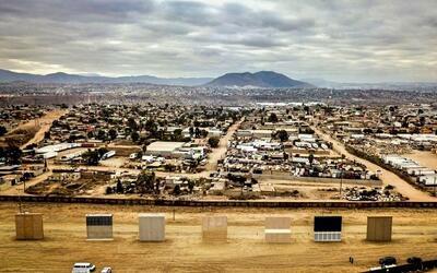 Los prototipos del muro fronterizo en San Diego y la ciudad de Tijuana.