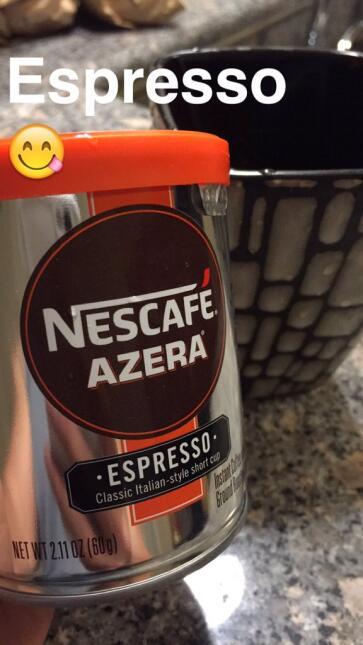 En el día nacional del Espresso, radioescuchas disfrutan de un café.