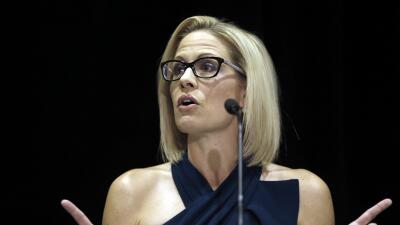 Kyrsten Sinema, la primera mujer que llega al Senado por Arizona al arrebatar un puesto seguro a los republicanos