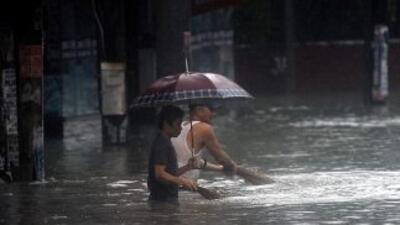 Fuertes inundaciones azotan a Manila.