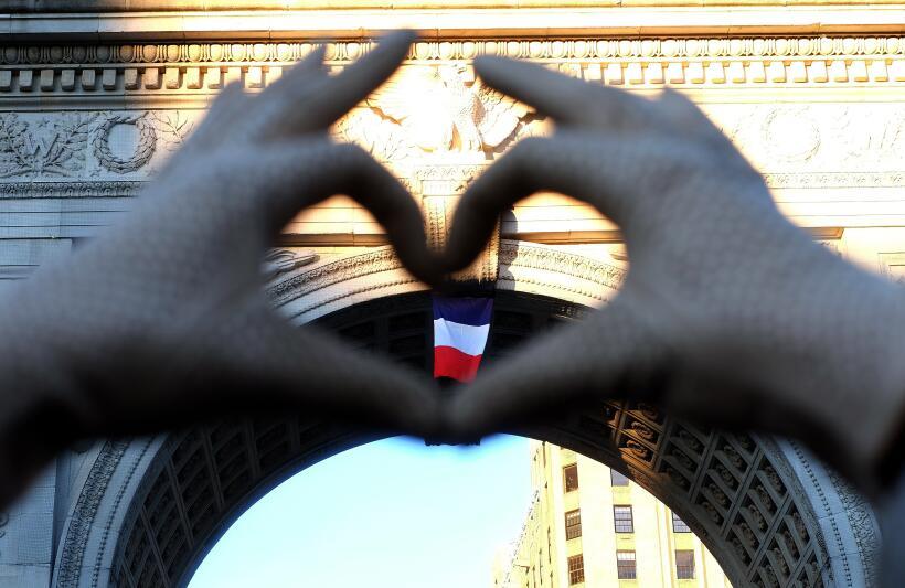 Neoyorquinos se han dedicado a pasar por la plaza los días despu&...