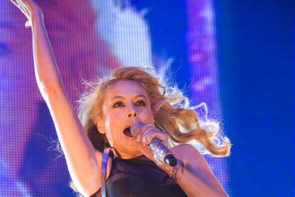 Se trata de Paulina Rubio quien presumió cuerpazo en un concierto... per...