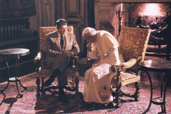 El presidente y el pontífice. (Cortesía:National Archives, Ronald Reaga...