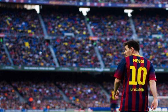 Messi solo tiene 26 años. Así que, o el club se sienta con él, la renuev...