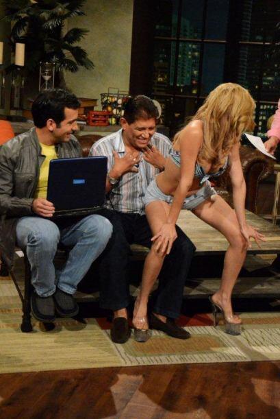 ¿Qué nervioso se puso Juan Osorio?...Sólo pudo aceptar que la sexi baila...