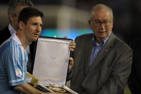 El 30 de abril, murió el directivo de la FIFA y presidente de la Asociac...