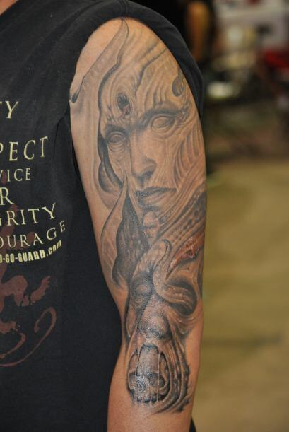 Normalmente los tatuajes se cobran por hora trabajada. Llegar con un art...