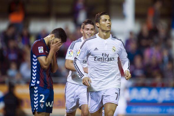 Esa misma noche el Madrid aplastó 4-0 al Éibar a domicilio con nuevo dob...