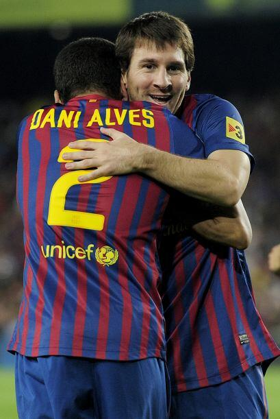Era fiesta en el Camp Nou y los hinchas alentaban.