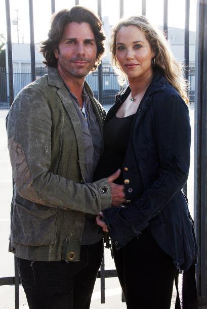 Desde 2003 está casada con el actor Greg Lauren.  Mira aquí más videos d...