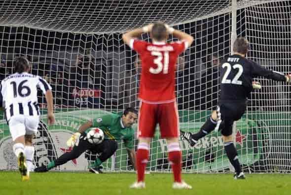 Butt, portero del Bayern, empató el partido de penalti.
