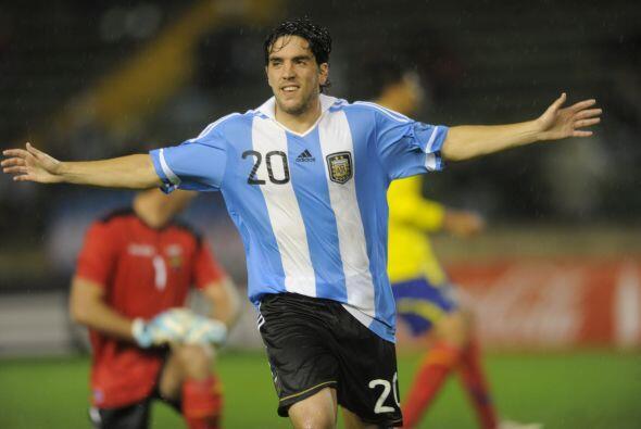 Gabriel Hauche fue el autor de uno de los goles argentinos en el partido...