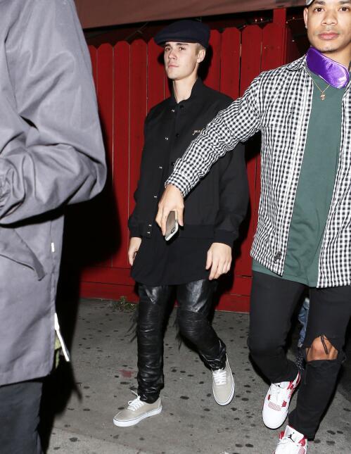 Justin fue a un bar gay