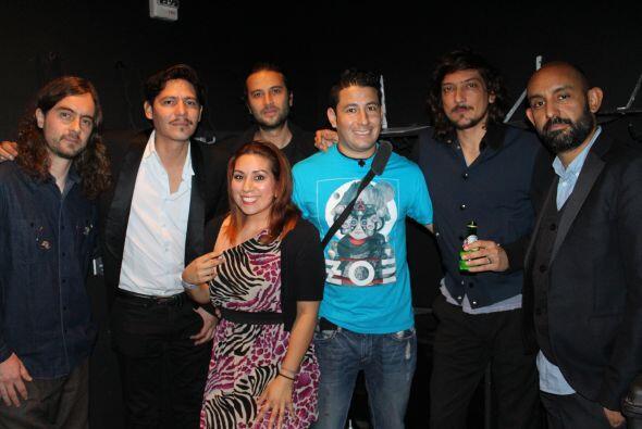 Oyentes de Latino Mix tuvieron la oportunidad de conocer Back Stage y di...