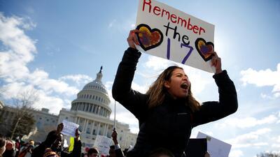 De costa a costa de los EEUU: la masiva protesta estudiantil contra las armas (fotos)