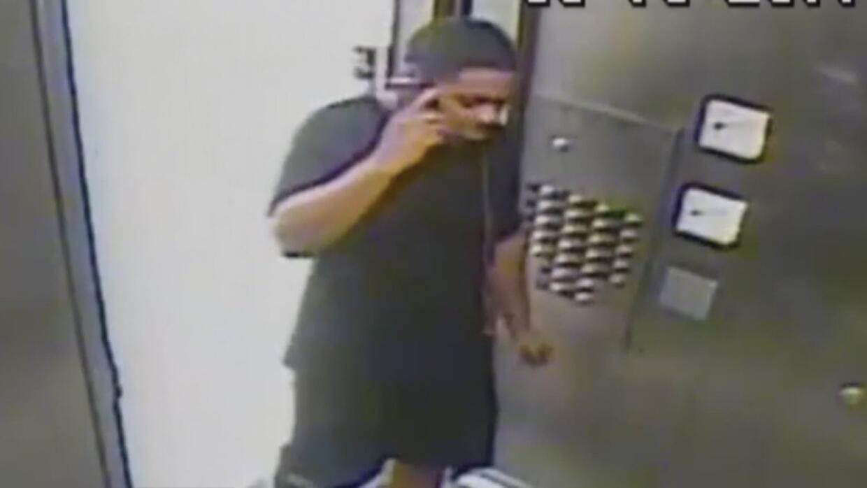 Un sujeto intentó violar a una anciana en Nueva York aplicando una llave...