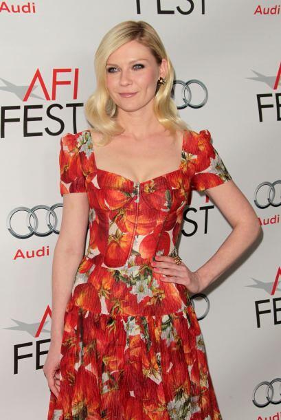 El atuendo de Kirsten Dunst es tan poco apetecible que está para agarrar...