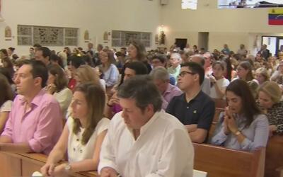 Venezolanos residentes en Miami se reunieron en una misa para pedir por...
