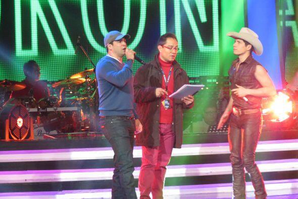 El artista cantará junto al mexicano.