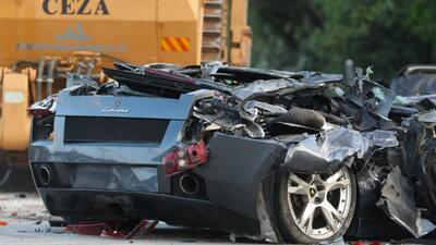 En minutos gobierno filipino destruye vehículos de lujo valuados en 5 millones de dólares