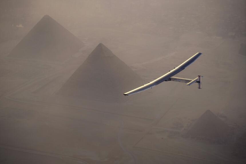 Etapa 16. Sevilla a El Cairo. Este avión impulsado por energía solar com...