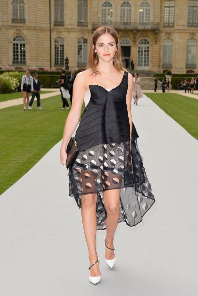 O en la parte baja de un vestido como Emma Watson.