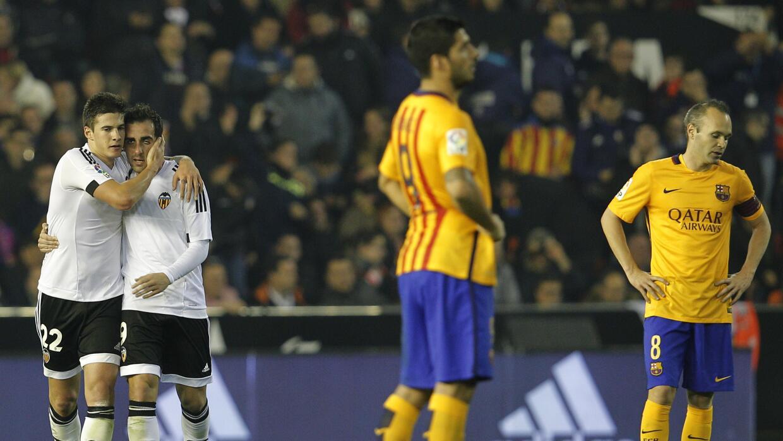 Santi Mina celebra ante el incrédulo Barcelona