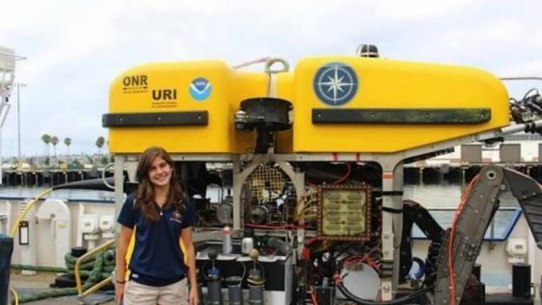 Estudiante puertorriqueña a bordo del buque Nautilus.
