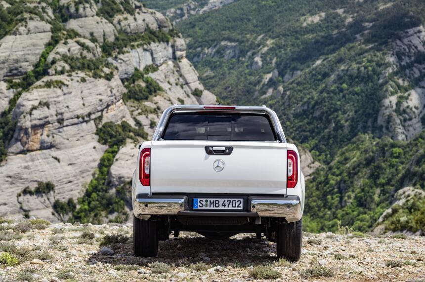 Esta es la nueva Mercedes-Benz Clase-X en fotos 17C384_015.jpg