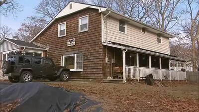 De niño le dijeron que su padre lo había abandonado, 60 años después halló su cuerpo enterrado en el sótano de la casa