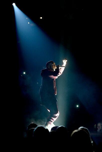 Kanye West se puso romántico y cantó el tema 'Only One'. Dicho tema está...