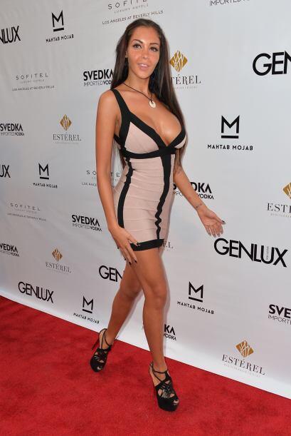 Disfruta de sus imágenes más sexys y compárala con...